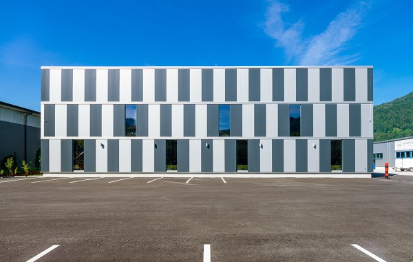 Kneissl & Senn Neubau Betriebshalle  2017